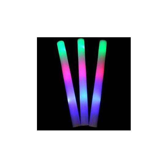 Lichtgevende gekleurde glow stick (bron: Oranjediscounter)