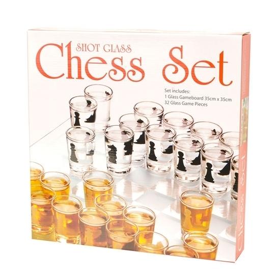 Shotjes schaakspel van glas