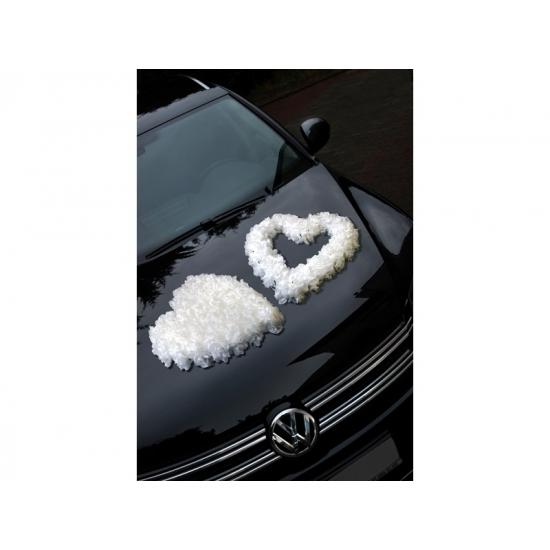 Wit rozenhart voor op de auto