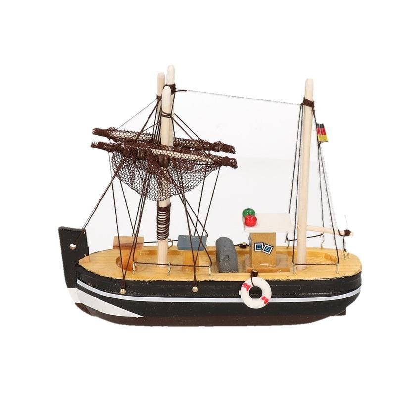 Zwart miniatuur vissersbootje hout