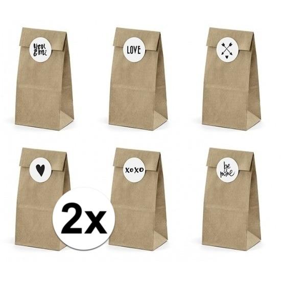 12x bruiloft papieren zakjes met stickers. pakketje van 6 papieren zakjes inclusief 6 stickers. leuk om de ...