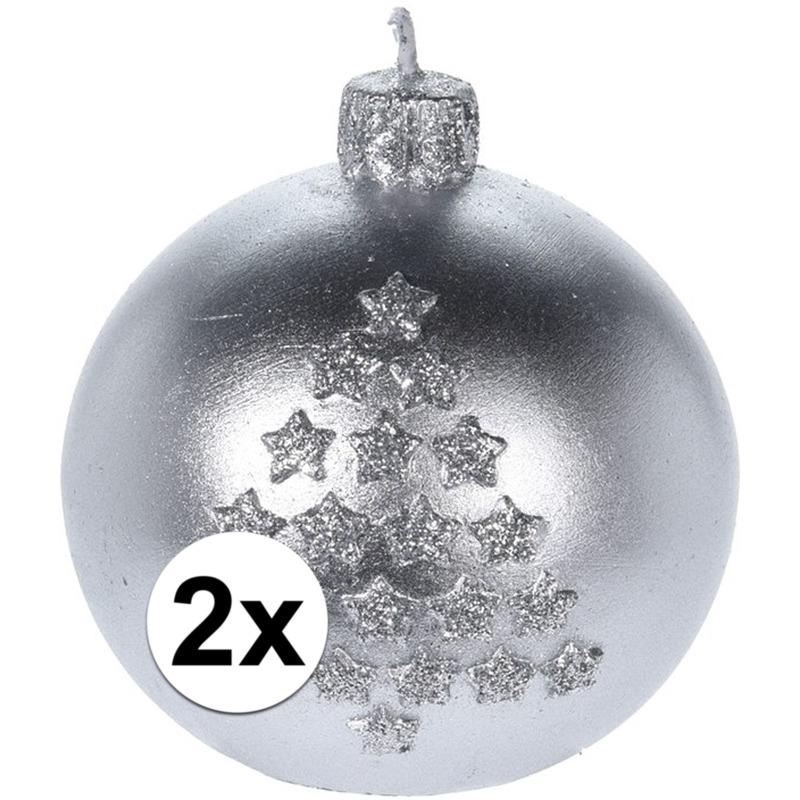 2x Kerst decoratie kaarsen zilveren kerstbal