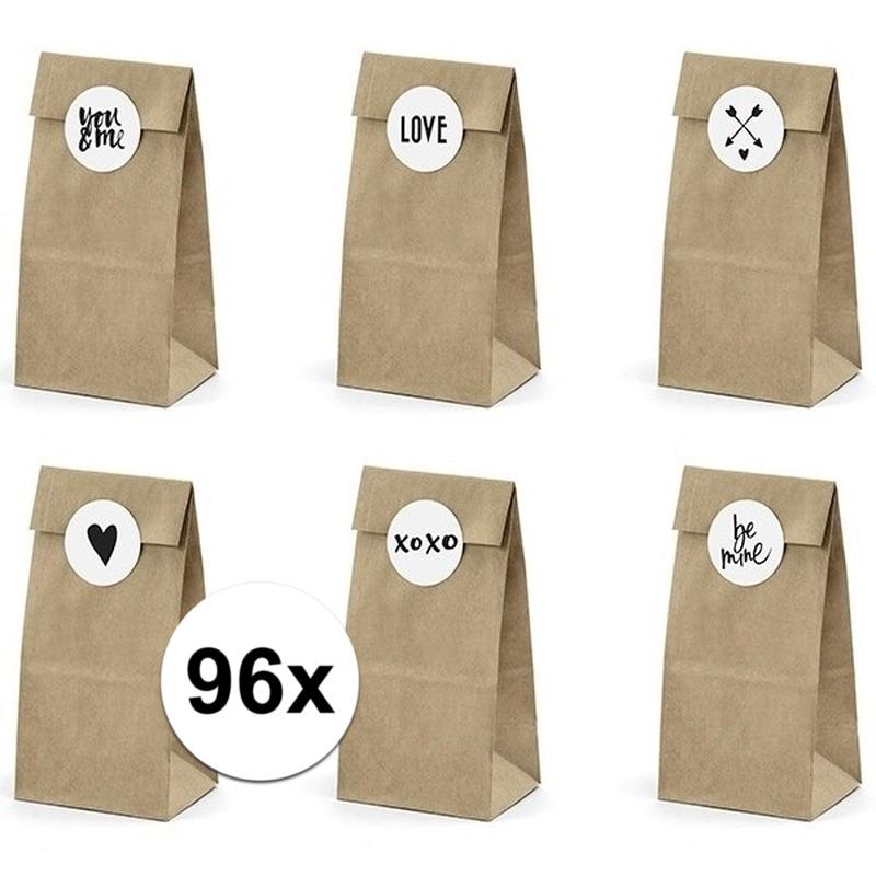 96x bruiloft papieren zakjes met stickers. 16x verpakking met 6 papieren zakjes inclusief 6 stickers. leuk om ...