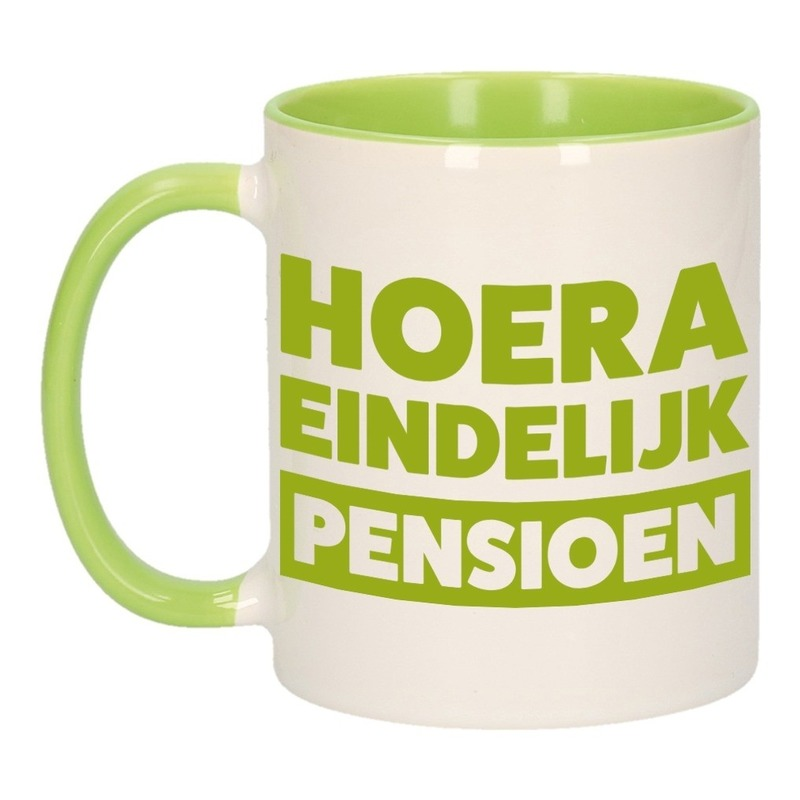 Groene pensioen VUT cadeau mok / beker - hoera eindelijk pensioen 300 ml