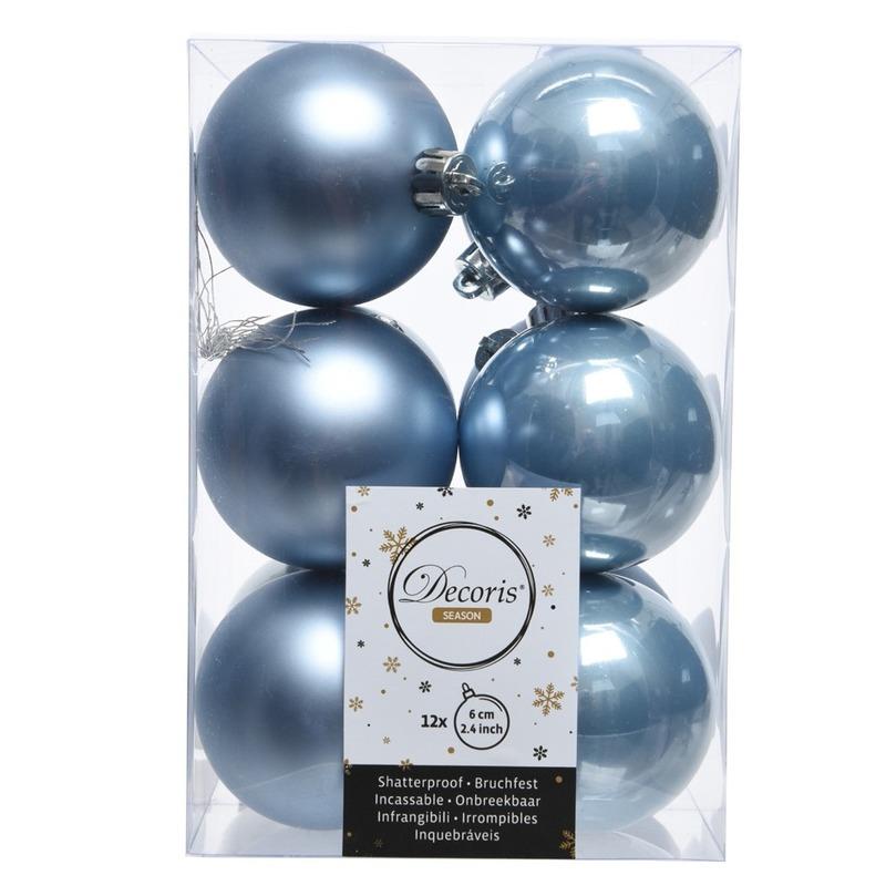 IJsblauwe kerstballen 24x van kunststof 6 cm