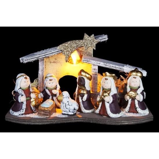Kerststalletje LED van hout 16 cm met kerstfiguren