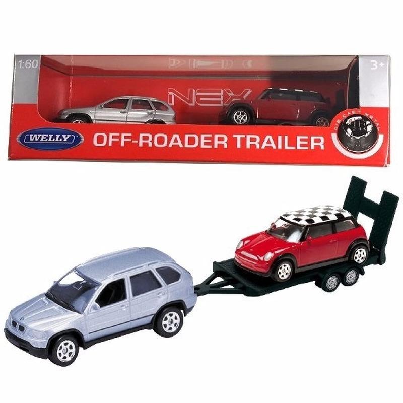 Speelgoed BMW met auto op aanhanger 1:60