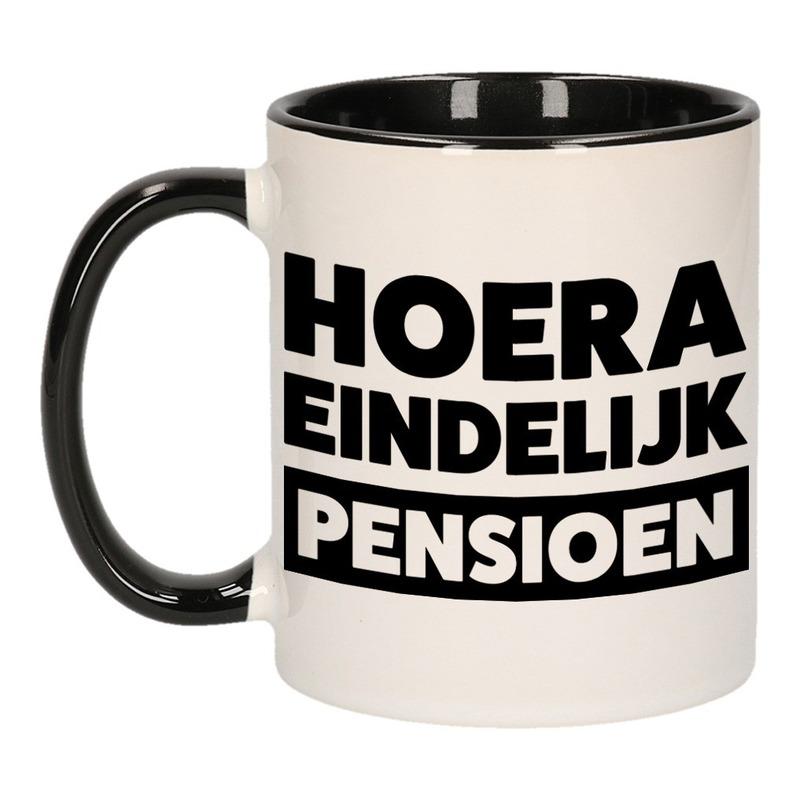 Zwarte pensioen VUT cadeau mok / beker - hoera eindelijk pensioen 300 ml